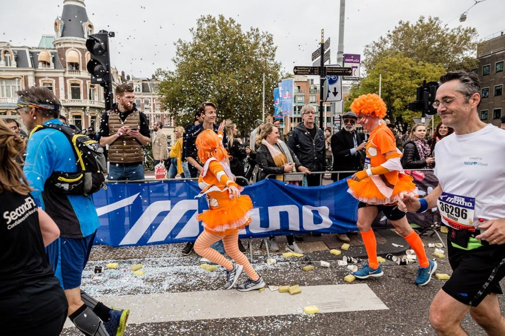 Deelneemsters verkleed marathon